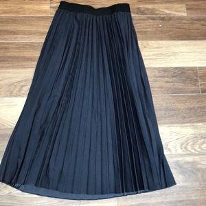 NWOT Halogen long pleated skirt